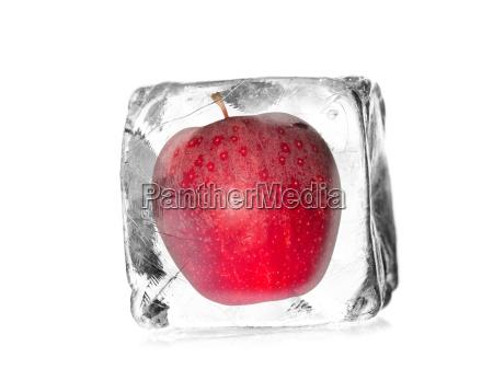 AEble frigivet i en ice cube