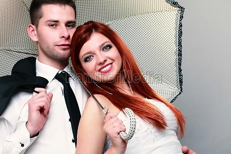 glad aegtepar bruden brudgom pa gra