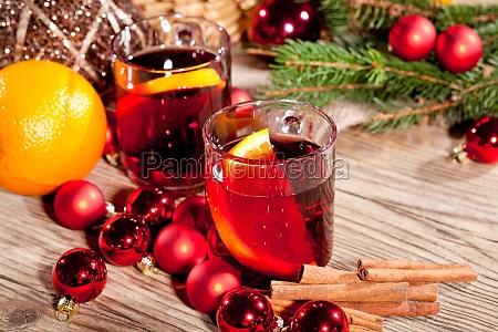 hot aromatisk glogg punch med orange