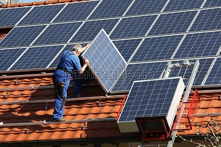 workman er montering sol paneels