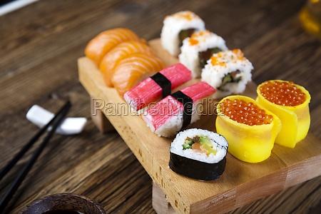 sushi traditionel japansk mad