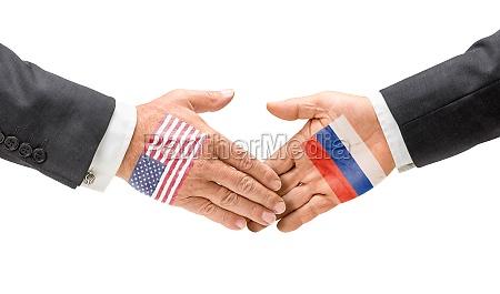 usa og rusland raekker ud