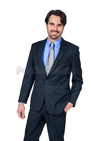 selvsikker ung forretningsmand med dragt morkt