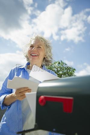kvinde fnise smiler kvindelig sky usa