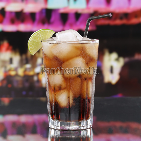 cola drink eller cuba libre cocktail