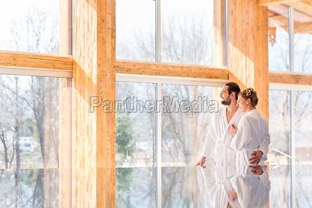par nyder udsigt i wellness spa