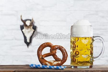 bayerische misa y un pretzel