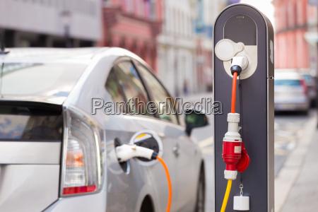 elektrisk bil i ladestation