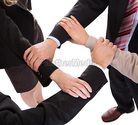 forretningsfolk der forbinder hands teamwork