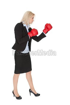 smukke forretningskvinder gor en punch