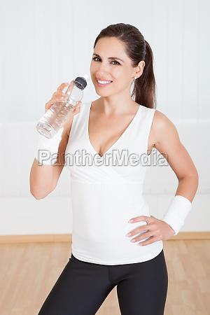 kvinde drikke drukket brun motion brunette