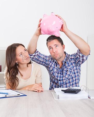 pengeinstitut bank budget pensionisttilvaerelse finansielle problemer