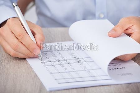 forretningsmand beregning af konti