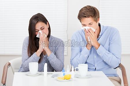 par lider af cold at table