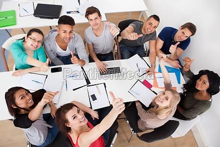 universitetsstuderende gor gruppe undersogelse