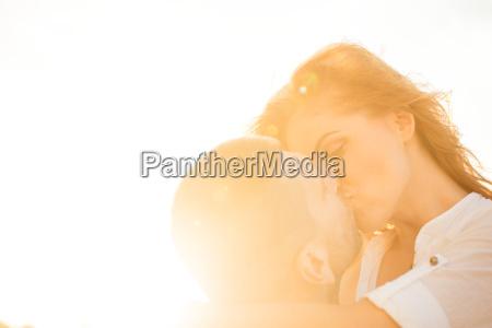 paar in der liebe kuss
