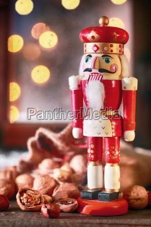 traditionel jul trae noddeknaekker