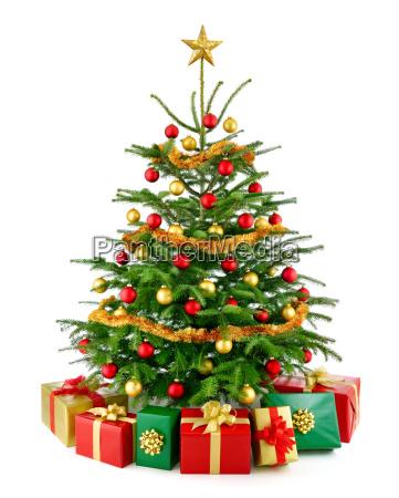 perfekt juletrae med gaver