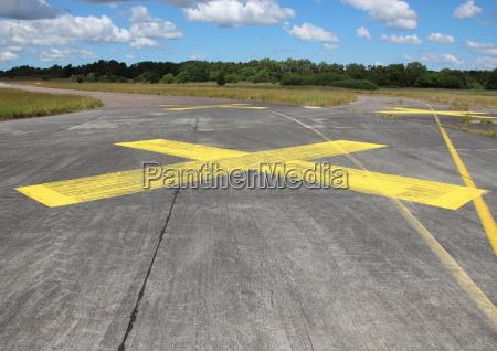 kryds asfalt start og landingsbane tilmeld