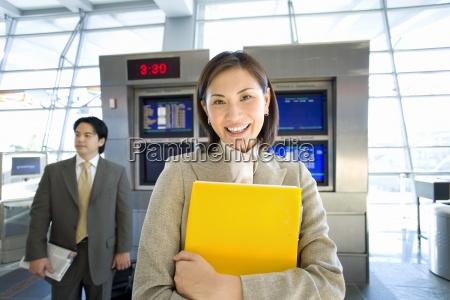 kvinde vente afvente ventetid mennesker folk
