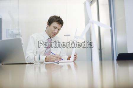 kontor skrive skriver skrivende skrev skrivebord