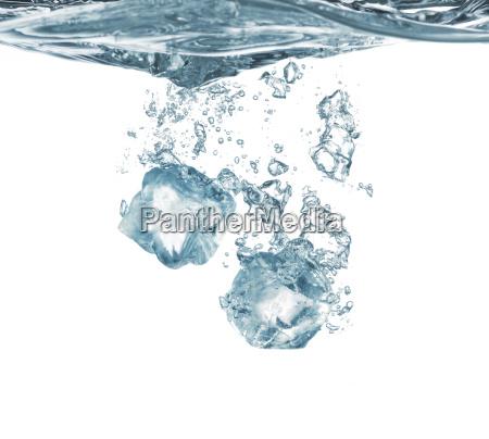 ice dykke ned i vand