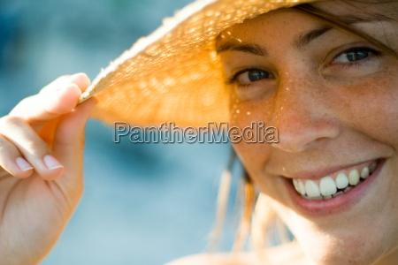 kvinde fnise smiler hand hat holde