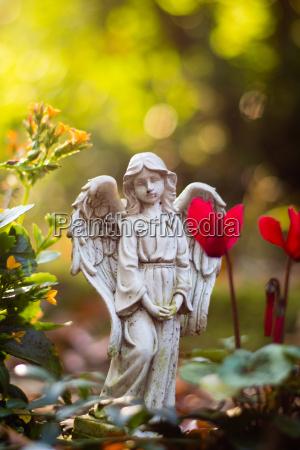 engel figur pa kirkegard