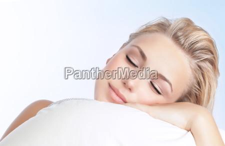 smuk kvinde sove