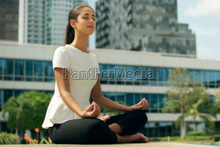 slap af business woman yoga lotus