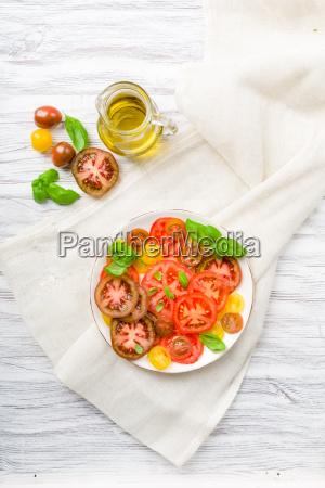 farvestrålende, tomatsalat, med, basilikum - 13822139