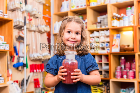barn med farvepigmenter i maleri leverancer