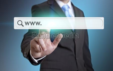 forretningsmand ved hjaelp af internet