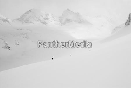en gruppe af backcountry skilobere tour