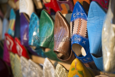 en detalje af traditionelle marokkanske sko