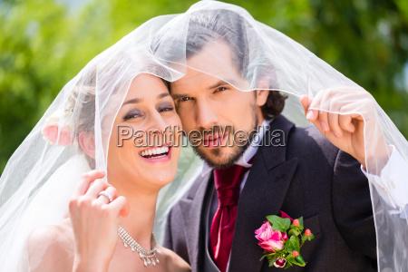 bryllup par under brude slor