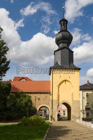bla tarn historisk kirke by sommer
