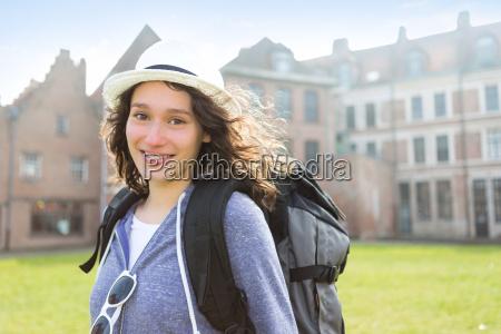 udsigt til en ung attraktiv kvinde