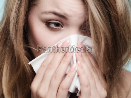 flu allergi syg pige nysen i
