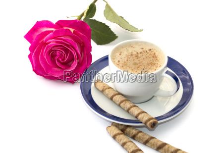 pink rose og cappuccino pa en