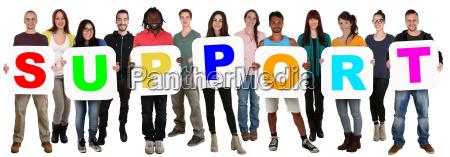 gruppe unge mennesker multikulturel holde ord