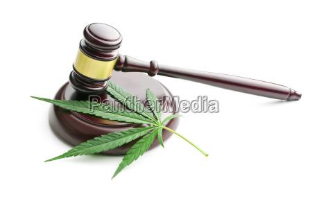 cannabis blade og dommer gavel