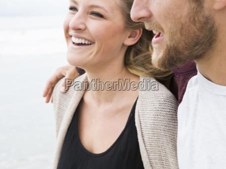 naerbillede af en smilende ung mand