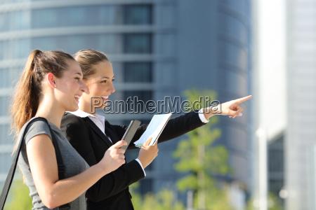 virksomhedsejere soger placering med mobil gps