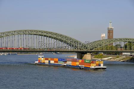 by bro rhinen transport flod vand