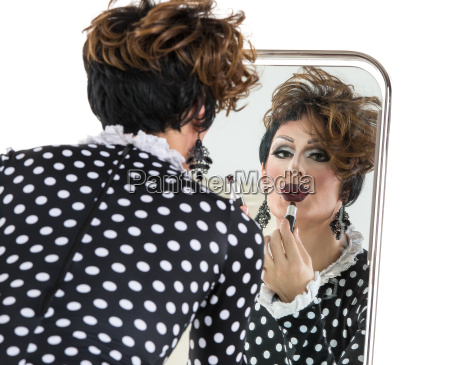 drag queen brug laebestift i naerheden