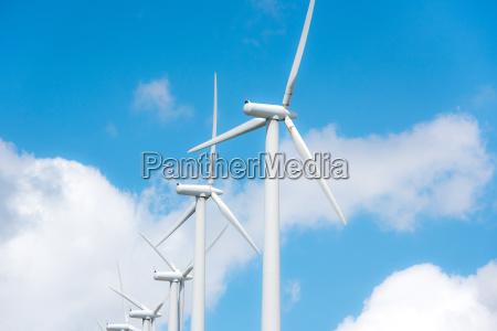 vind hjul til elproduktion i vindmollepark