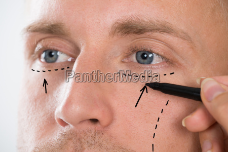 personens handtegning korrektion linje med pen
