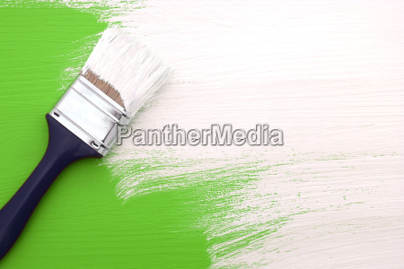 pensel med hvid maling maling over