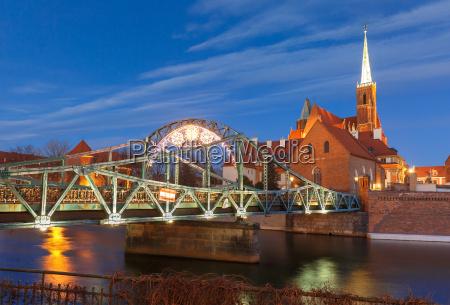 tumski bridge at night in wroclaw